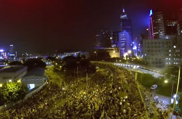 dnews-files-2014-10-drone-captures-hong-kong-protests-night-670-jpg